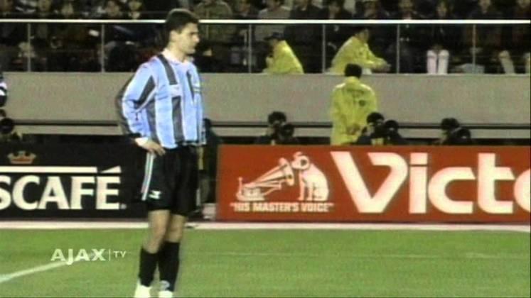 Danny Blind - Final Mundial de Clubes 1995 - Grêmio e Ajax empataram sem gols no tempo normal da decisão da Copa Intercontinental. Nas penalidades, o time holandês venceu por 4 a 3, e Danny Blind foi eleito o melhor jogador da partida.