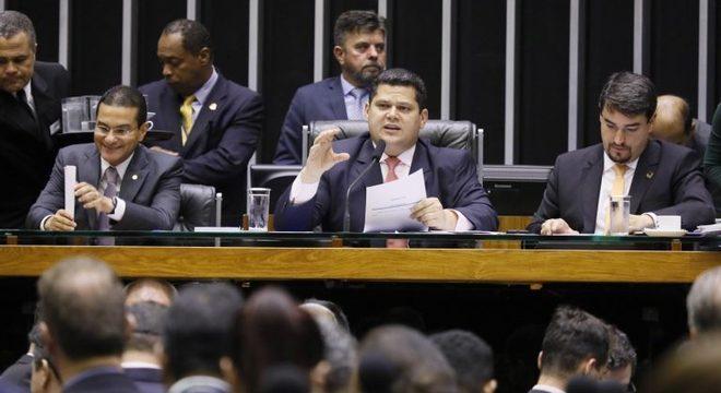 Davi Alcolumbre durante sessão de análise de vetos de Bolsonaro à projetos de lei