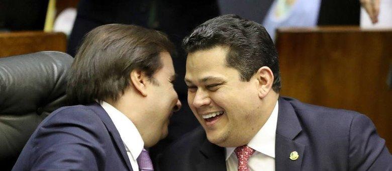 Presidente da Câmara, Rodrigo Maia, e o presidente do Senado, Davi Alcolumbre