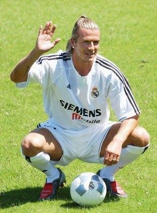 David Beckham foi contratado pelos merengues no dia 18 de junho de 2003, pelo valor de R$ 118 milhões, na cotação da época, uma das maiores contratações desde então. A sua apresentação com a camisa 23 aconteceu há exatos 17 anos, no dia 2 de julho de 2003.