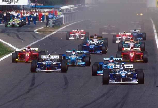 David Coulthard venceu pela primeira vez na Fórmula 1 no GP de Portugal de 1995. A prova também ficou marcada por um acidente que envolveu vários carros na largada