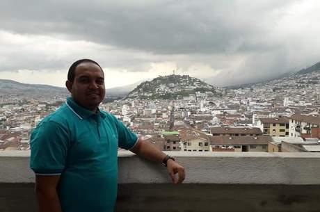 David mora em Quito, no Equador, há oito meses