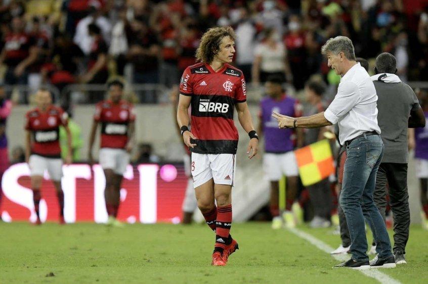 Bastaram 69 minutos em campo. E Renato Gaúcho está encantado com David Luiz