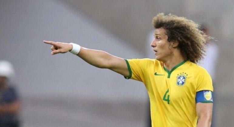 David Luiz busca clube na Europa. Não está fácil. Vai insistir. Se não conseguir, Brasil