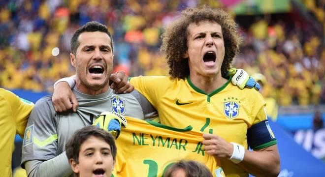 Ideia de David Luiz levar a camiseta de Neymar. E mostrá-la durante o hino nacional