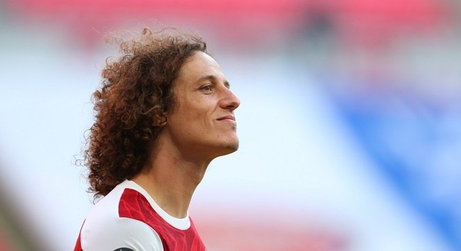 Aos 33 anos, David Luiz ganhou títulos em todos os clubes pelos quais atuou
