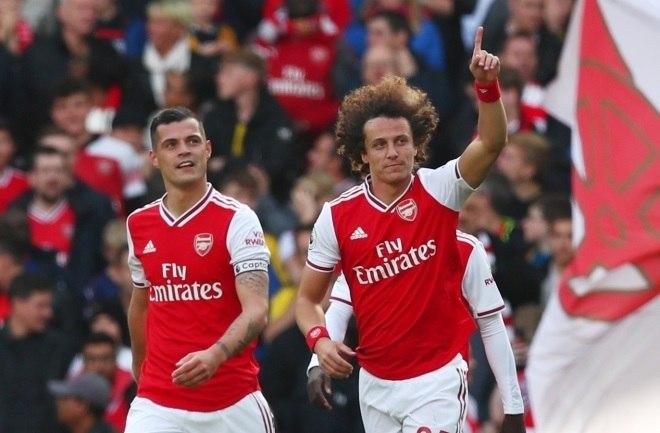 Jogador do Chelsea até o final da última temporada, David Luiz brilhou e deu a vitória ao Arsenal sobre o Bournemouth. Com 15 pontos, o time londrino é o 3º colocado da Premier League até aqui