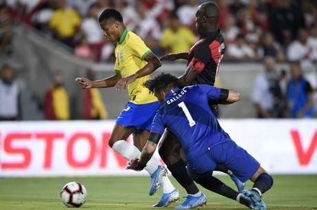 David Neres perdeu gol depois de driblar goleiro