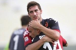 6423adb2e1d8b ... do Futebol Italiano; Astori disputou 174 jogos pelo Cagliari até 2014,  quando foi emprestado para a Roma ...