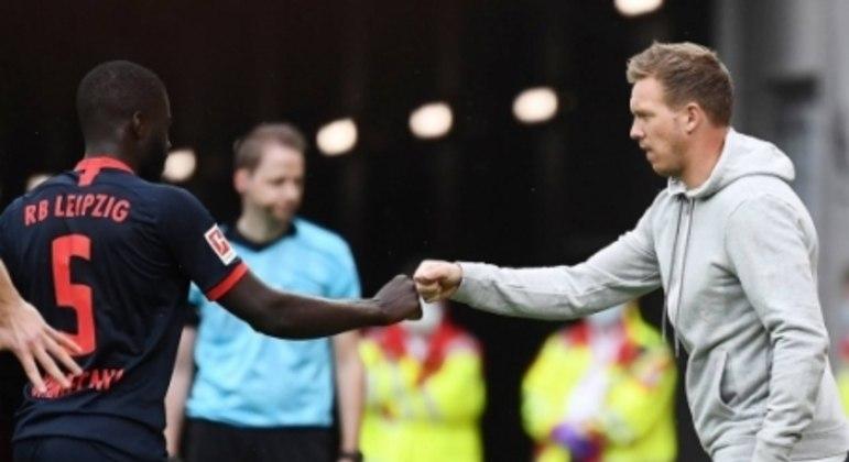 Dayot Upamecano e Julian Nagelsmann - RB Leipzig