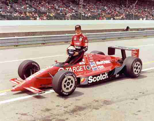 De 1978 a 1989, o americano Eddie Cheever correu na Fórmula 1, por times como Arrows, Alfa Romeo e Renault. A partir de 1990, voltou para a Indy, em seu país natal, e correu por lá até 2006