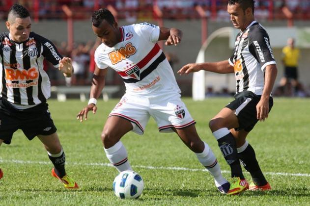 De 2010 a 2011, o Banco BMG foi o patrocinador master dos rivais São Paulo e Santos.