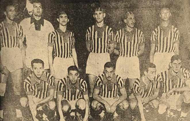 De acordo com o historiador Alexandre Giesbrecht, do site Jogos do São Paulo e Anotações Tricolores, a estreia do uniforme foi com derrota por 2 a 0 para o Flamengo.