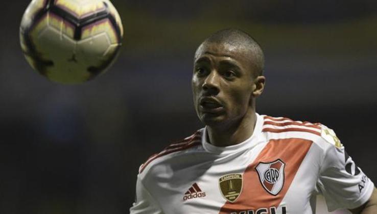 De La Cruz – O meia uruguaio de 23 anos é jogador do River Plate (ARG). Recentemente, foi sondado pelo Flamengo. Seu contrato com a equipe atual se encerra em dezembro de 2022. Seu valor de mercado é estimado em 18 milhões de euros, segundo o site Transfermarkt