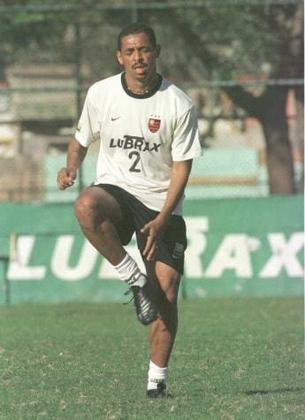 De Nazaré, na Bahia, o volante Vampeta jogou no Mengão apenas em 2001 e 2002, porém ficou marcado pela famosa frase