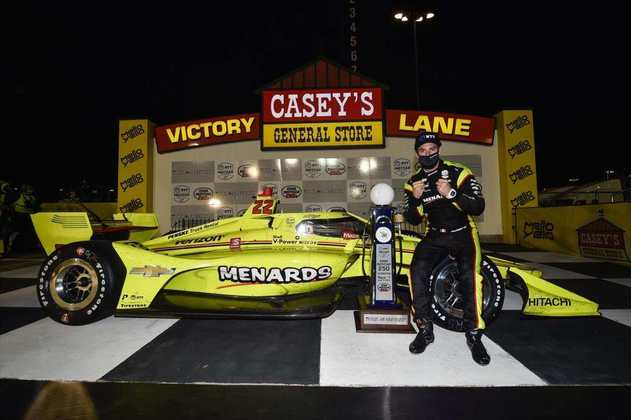 De último, Simon Pagenaud venceu a corrida 1 em Iowa. Dixon foi segundo, com Newgarden em quinto