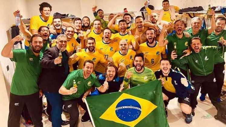 De virada, a Seleção Brasileira masculina de handebol venceu o Chile por 26 a 24 no Torneio Pré-Olímpico e garantiu vaga para as Olimpíadas de Tóquio. Com mais essa classificação, o LANCE! trouxe o panorama esportivo do Brasil para os Jogos Olímpicos, com classificados, vagas em aberto e quem não tem mais chances. Confira!