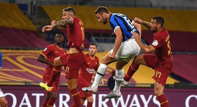 De Vrij, o autor do gol 500 na história de Roma X Inter