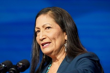 Deb Haaland, primeira indígena a ocupar um cargo de alto escalão
