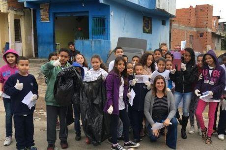 Em quatro anos, mais de 700 kg de lixo foram retirados das ruas pelos estudantes