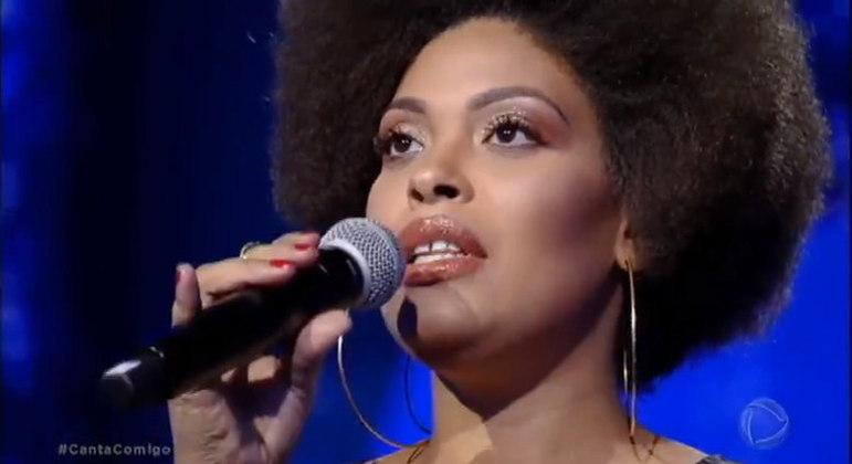 Primeira vencedora do 'Canta Comigo' fala sobre importância de reality show da Record TV