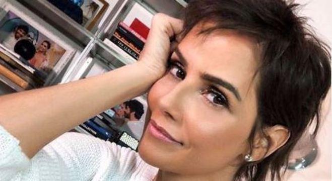Deborah Secco está internada por conta de uma alergia, não revelada