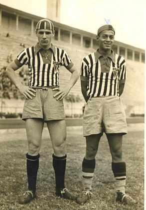 Década de 40 - A primeira terceira camisa da história do São Paulo foi lançada em 1940, listrado com golas vermelhas.
