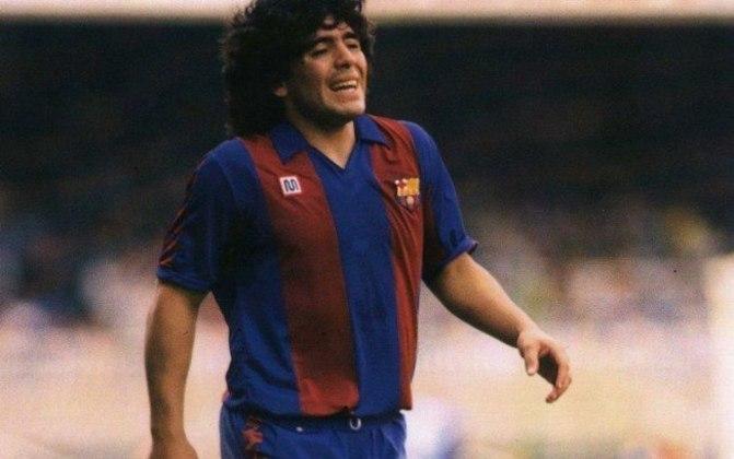 Decepção no Barcelona - Em 1982, Maradona já chegou ao clube catalão como estrela do futebol, mas sofreu com problemas extracampo e ficou apenas duas temporadas. No primeiro ano, sofreu com um quadro de hepatite. Já no segundo, sofreu uma lesão no tornozelo e ficou mais de três meses longe dos gramados.