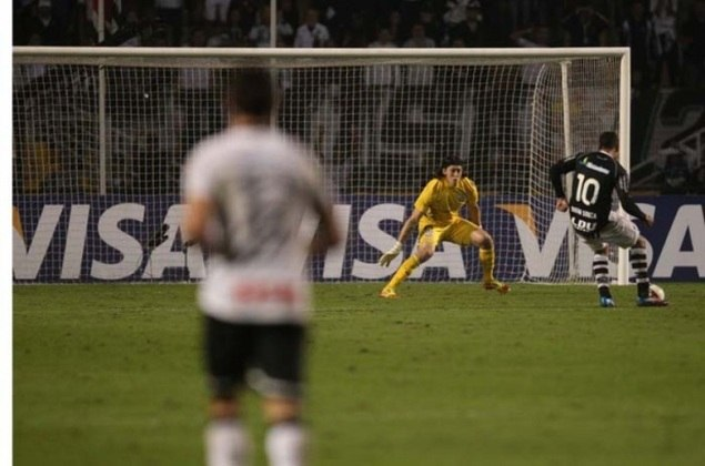 Decisivo e defesa histórica - Corinthians 1 x 0 Vasco - 16/5/2012 - Quartas de final da Libertadores - Em seu quinto jogo, já com algumas grandes defesas nas costas, fez seu primeiro milagre, ao desviar, com a ponta dos dedos, finalização de Diego Souza, cara a cara, que poderia ter sido o gol da classificação vascaína