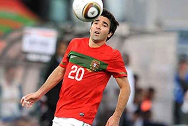 Deco (Portugal) - Deco bateu na trave na edição de 2004. O meia chegou à final com Portugal, mas foi derrotado pela Grécia. Ele também disputou a Euro de 2008. Deco foi para o futebol português jovem e lá se naturalizou.
