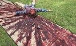 Os enfeites para lá de macabros são de autoria do morador e artistaSteven Novak