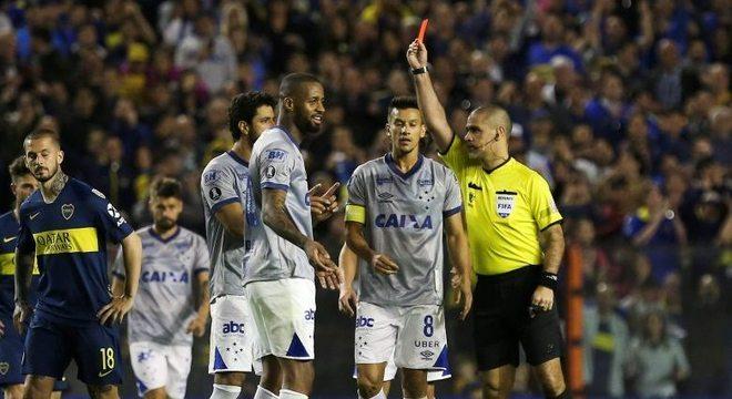 Paraguaio Eber Aquino expulsa Dedé e causa polêmica na Copa Libertadores 13e20e74b098a