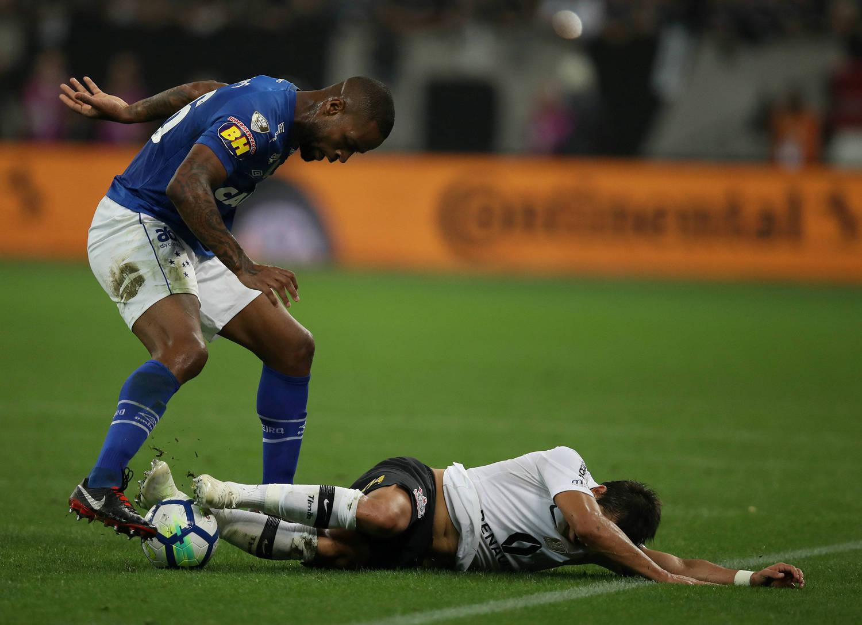 Campeão da copa do brasil pelo cruzeiro dedé celebra jogar futebol jpg  460x305 Copa futebol brazil d8091e2d6f273