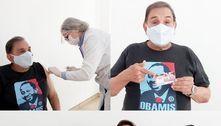 Dedé Santana, dos Trapalhões, é vacinado contra a covid-19