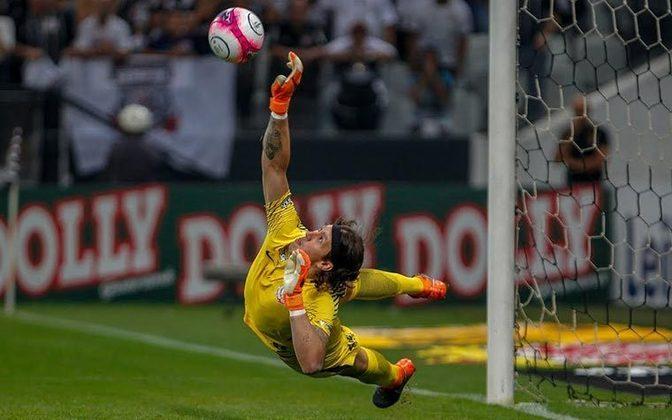 Defendeu duas cobranças de pênalti na final do Paulistão 2018, sendo uma delas do craque Dudu. No total, o goleiro tem 11 penalidades defendidas em disputas.