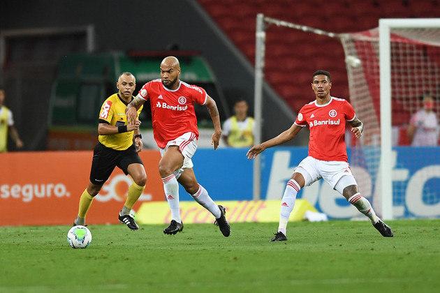Defensivamente, é o time de Abel Braga que tem o melhor desempenho. São 33 gols sofridos ao longo do Brasileirão, sendo o Internacional a melhor defesa ao lado do Palmeiras. O Flamengo já sofreu 45 gols, sendo o 11º time mais vazado do campeonato.