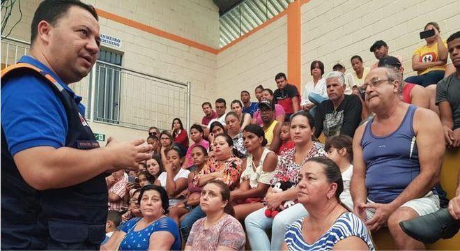 Defesa Civil passou o domingo instruindo a população