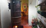 A chef Tânea Romão, da Casa da Tânea, na zona oeste de São Paulo, montou uma defumadora no quintal da casa onde realiza as produções não apenas para as ceias, mas também de comidinhas para o dia a dia