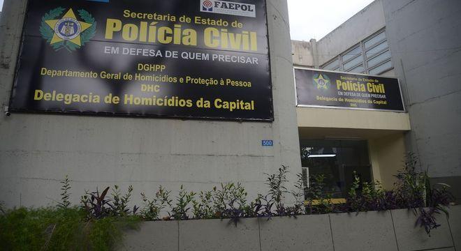 Delegacia que investiga homicídios no RJ; crimes caíram em 2019