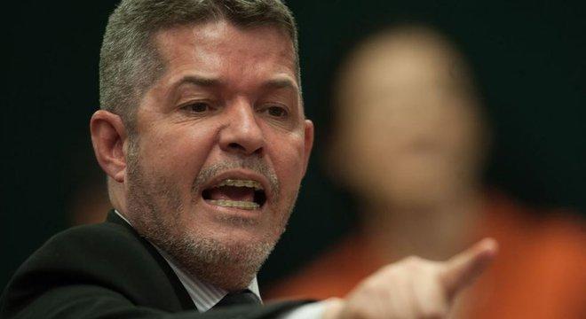 Líder, Delegado Waldir (GO) é um dos poucos deputados não-novatos no PSL