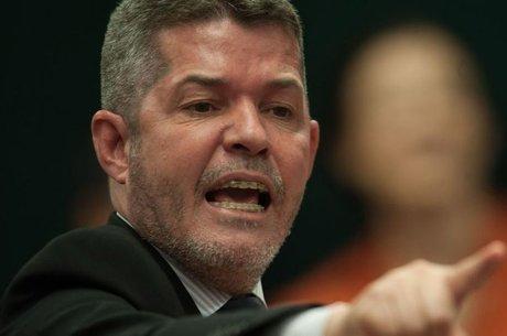 """""""Vai com Deus"""", diz que ex-lider do PSL sobre saída de Bolsonaro"""