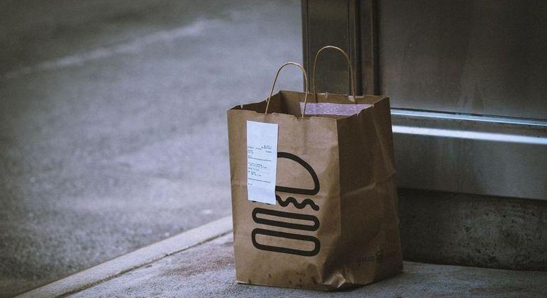 Decreto estadual permite somente serviços de entrega para bares e restaurantes