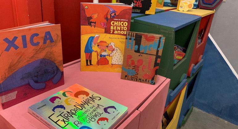 Projeto faz entrega de livros infantis para crianças de Perus, na capital paulista