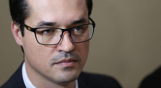 Procurador teria acelerado ações contra o senador petista em grupo da Lava Jato