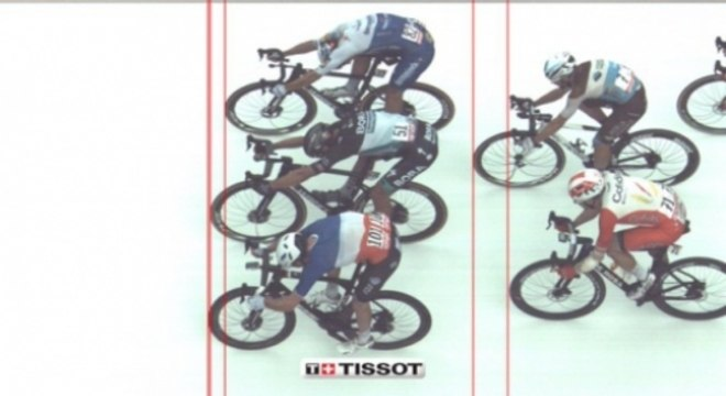 Demare levou etapa do Giro por centímetros (Foto: Reprodução)