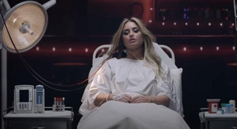 Demi Lovato revive noite que sofreu overdose em novo clipe