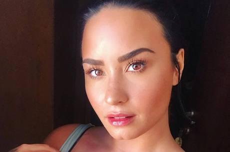 Demi Lovato não deu detalhes sobre a fratura