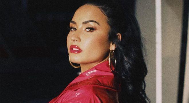 Demi Lovato comemora novo single nas redes