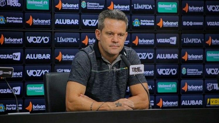 Demitido pelo CSA, Argel Fucks já comandou diversas equipes brasileiras, mas só pelo Figueirense ele passou três. Lá, ele levou o título catarinense em 2015