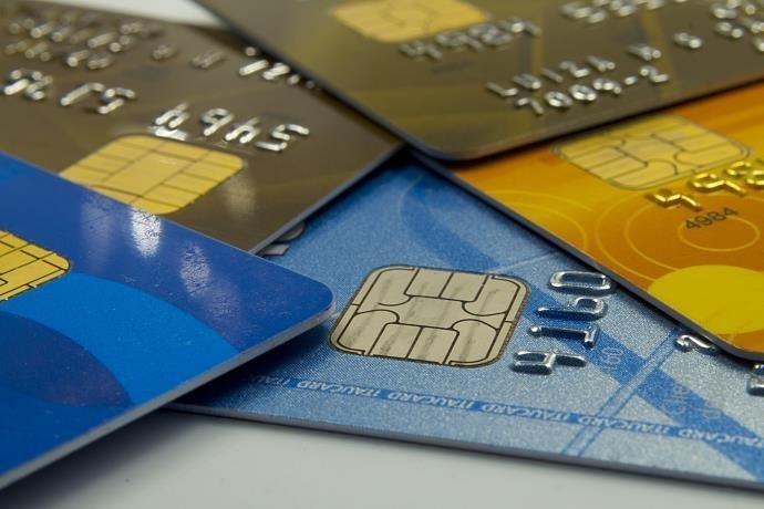 Conheça os diferentes tipos de cartões e saiba qual o melhor